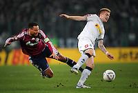FUSSBALL   DFB POKAL   SAISON 2011/2012  ACHTELFINALE  Borussia Moenchengladbach - FC Schalke 04         21.12.2011 Jermaine Jones (li, FC Schalke 04) gegen Marco Reus (re, Borussia Moenchengladbach)