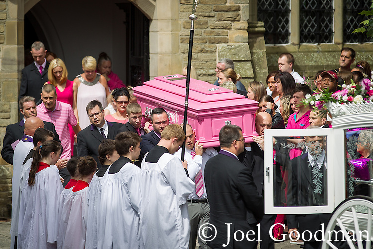 © Joel Goodman - 07973 332324 . 09/08/2013 . Salford , UK . The pink coffin is carried from the church . The funeral of Linzi Ashton at St Paul's C of E Church in Salford , today (9th August 2013) . Linzi Ashton (25) was found murdered in her home on Westbourne Road in Salford on 29th June . Michael Cope is standing trial, accused of murdering, raping and assaulting her . Photo credit : Joel Goodman