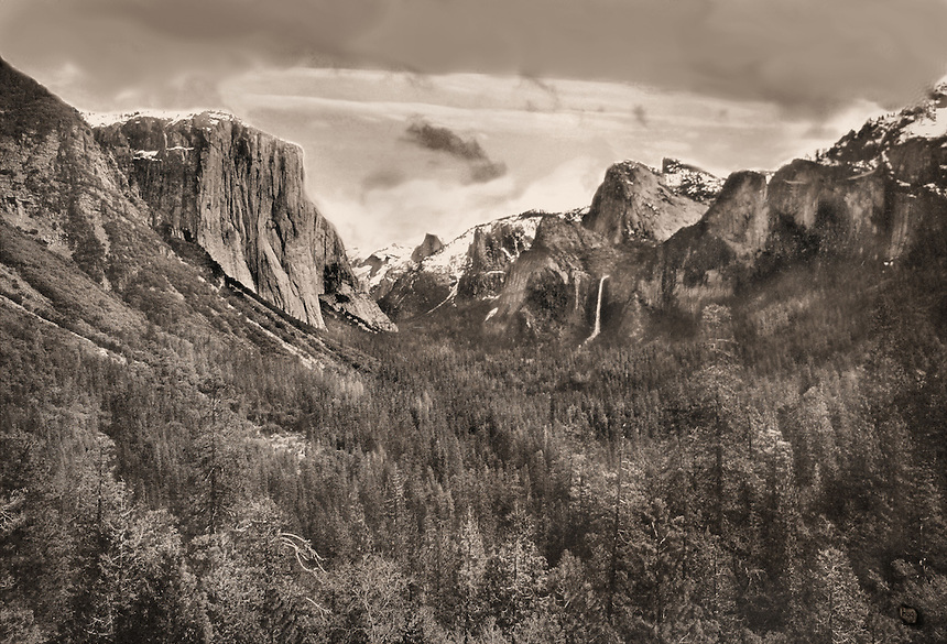 B+W view of Yosemite National Park
