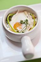 Europe/France/Rhône-Alpes/74/Haute Savoie/Ambilly: Oeuf poché aux légumes recette de Carlo Crucil restaurant: Le Temps de Vivre