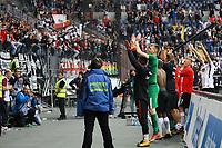 Fans feiern die Mannschaft von Eintracht Frankfurt nach dem 2:1 Sieg - 30.09.2017: Eintracht Frankfurt vs. VfB Stuttgart, Commerzbank Arena