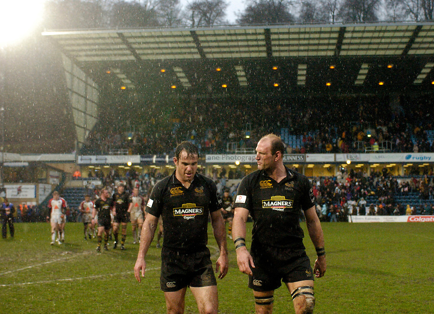 Photo: Richard Lane..London Wasps v Bristol Rugby. Guinness Premiership. 04/03/2007. .Wasps' Fraser Waters and Lawrence Dallaglio leave the field.