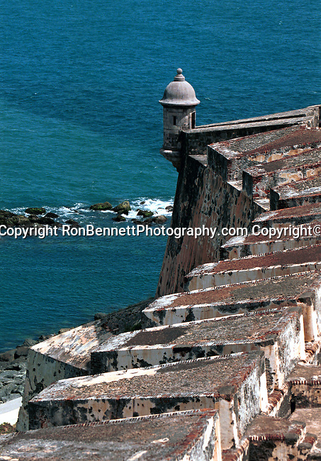 San Felipe del Morro Puerto Rico, Puerto Rico, Commonwealth of Puerto Rico, Estado Libre Asociado de Puerto Rico, self governing unincorporated territory of the United States, archipelago, main island of Puerto Rico, Vieques, Culebra, Mona, four Greater Antilles, Borinquen, Taino, Boricua, borincano, Boriken, Borinquen, la Isla del Encanto, The Island of Enchantment, Christopher Columbus, Spanish, First settlers were Ortoiroid people, Archaic Period culture of Amerindian hunters and fishermen, Igneri, Taino culture, Spanish colony, Arawak Indian, Garita at fort San Felipe del Morro, United States colony, San Felipe del Morro, San Cristobal Fortresses, Bennett, a Fortaleza, Santa Catalina Place,