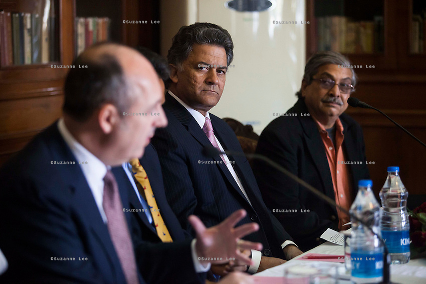 (R-L) Yunus Khimani (of the Jaipur Palace) and Nik Senapati (Rio Tinto Managing Director) listen as Dr. Lachlan Strahan (Australian Deputy High Commissioner to India) speaks during a press conference on Oz Fest in Raj Mahal Palace hotel, Jaipur, India on 10th January 2013. Photo by Suzanne Lee/DFAT