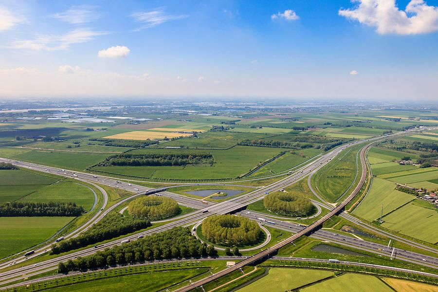 Nederland, Gelderland, Gemeente Zaltbommel, 27-05-2013; verkeersknooppunt Deil, A2 en A15 (diagonaal) - Betuweroute parallel aan de A2. Klaverturbineknooppunt. Rivier de Waal in de achtergrond.<br /> Deil junction, main motorway A15 Rotterdam Harbour - Germany crossing A2 to the South.<br /> luchtfoto (toeslag op standard tarieven)<br /> aerial photo (additional fee required)<br /> copyright foto/photo Siebe Swart