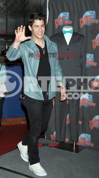 09/04/2012. Michael Urie, Nick Jonas y Stephanie Rothenberg en el Planet Hollywood de Times Square para promover la comedia musical éxito de Broadway, en Nueva York.<br /> **Credit*RW/MediaPunch/NortePhoto.com**<br /> ***SOLO*VENTA*EN*MEXICO***<br /> ***CREDITO*OBLIGATORIO**