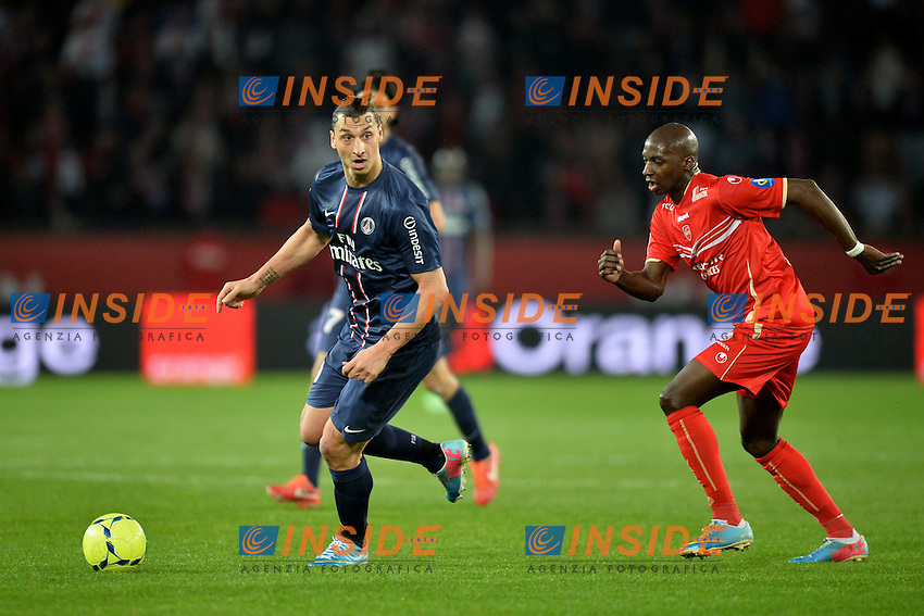 Zlatan Ibrahimovic (psg) - Younousse Sankhare (val) .Parigi 5/5/2012 .Football Calcio 2012/2013.Ligue 1 Francia .Paris Saint Germain PSG Vs Valenciennes .Foto Panoramic / Insidefoto .ITALY ONLY