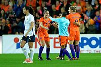 GRONINGEN -  Voetbal, Nederland - Noorwegen, Noordlease stadion, WK kwalificatie vrouwen, 24-10-2017,    Nederland speelster Sherida Spitse, Nederland speelster Shanice van de Sanden en Nederland speelster Sherida Spitse vieren de 1-0 zege