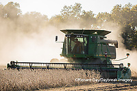 63801-07317 Soybean harvest with John Deere combine in Marion Co. IL