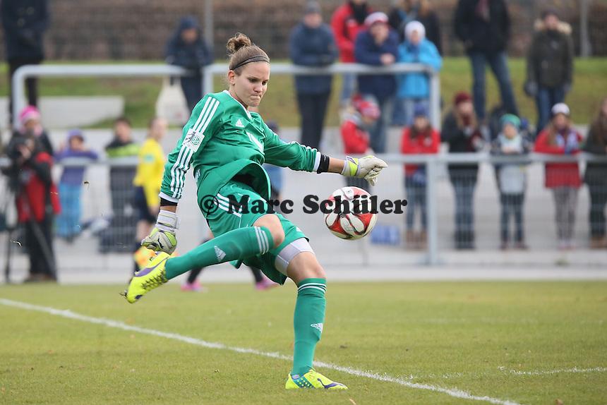 Desiree Schumann (FFC) beim Abschlag - 1. FFC Frankfurt vs. FC Bayern Muenchen, Stadion am Brentanobad