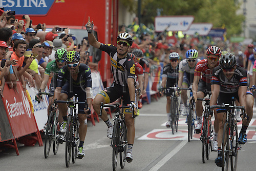 31.08.2015. 2015.  Valencia -to Castellon, Vuelta Espana Cycling tour, stage 10.  Mtn - Qhubeka 2015, Movistar 2015, Giant - Alpecin 2015, Sbaragli Kristian, Rojas Gil Jose Joaquin, Degenkolb John arrives in Castellon