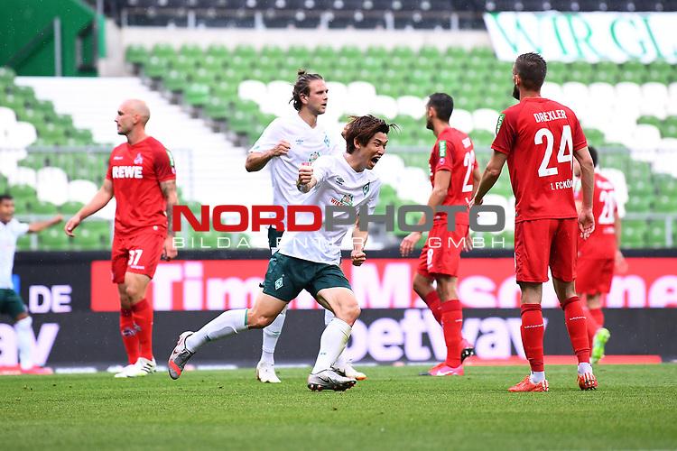 Torschuetze Yuya Osako (Werder Bremen) jubelt ueber das Tor zum 1-0.<br /><br />Sport: Fussball: 1. Bundesliga:: nphgm001:  Saison 19/20: 34. Spieltag: SV Werder Bremen - 1. FC Koeln, 27.06.2020<br /><br />Foto: Marvin Ibo GŸngšr/GES/Pool/via gumzmedia/nordphoto