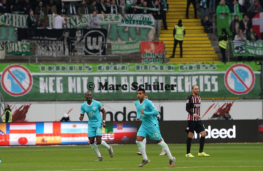 Wolfsburger Fans protestieren gegen die blauen Trikots ihrer Mannschaft - 23.11.2019: Eintracht Frankfurt vs. VfL Wolfsburg, Commerzbank Arena, 12. Spieltag<br /> DISCLAIMER: DFL regulations prohibit any use of photographs as image sequences and/or quasi-video.