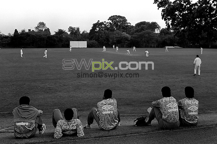 Pix:Michael Steele/SWpix...Soccer. Brazilian National Team...COPYRIGHT PICTURE>>SIMON WILKINSON..The Brazilian national team watch some Cricket.