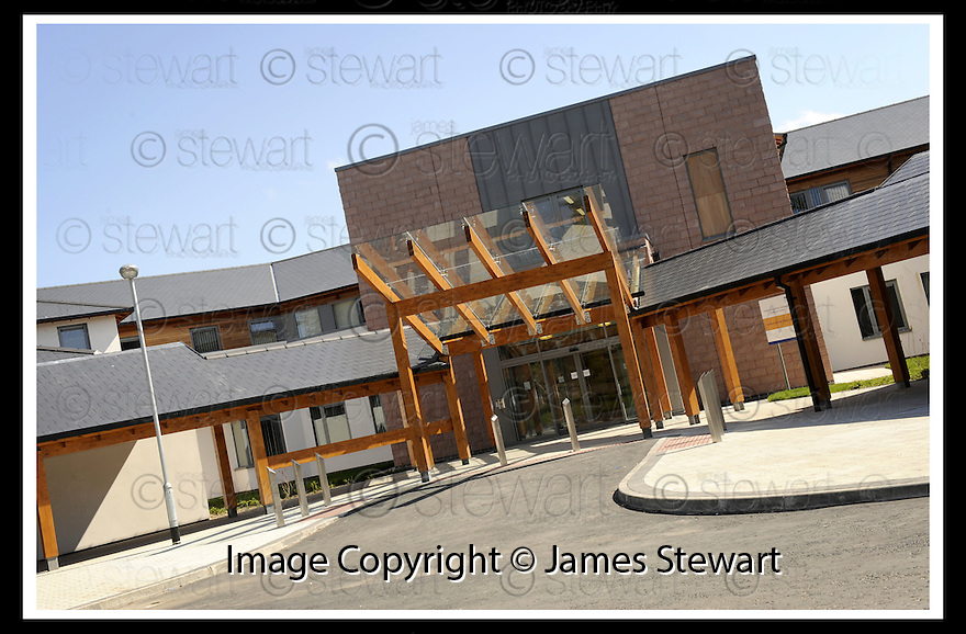 13/05/2009  Copyright  Pic : James Stewart.16_clacks_community_health_care_centre.NHS FORTH VALLEY : CLACKMANNANSHIRE COMMUNITY HEALTH CARE CENTRE, HALLPARK, SAUCHIE ......James Stewart Photography 19 Carronlea Drive, Falkirk. FK2 8DN      Vat Reg No. 607 6932 25.Telephone      : +44 (0)1324 570291 .Mobile              : +44 (0)7721 416997.E-mail  :  jim@jspa.co.uk.If you require further information then contact Jim Stewart on any of the numbers above.........