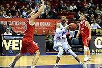 GRONINGEN - Basketbal, Donar - Feyenoord, Dutch Basketbal league, seizoen 2018-2019, 28-10-2018, Donar speler Teddy Gipson met Feyenoord speler Michael Kok