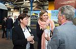 AMERSFOORT - Jacqueline Lambrechtse met Herman van der Vlis en Renate Roeleveld (m)  .  Nationaal Golf Congres & Beurs (Het Juiste Spoor) van de NVG.     © Koen Suyk.
