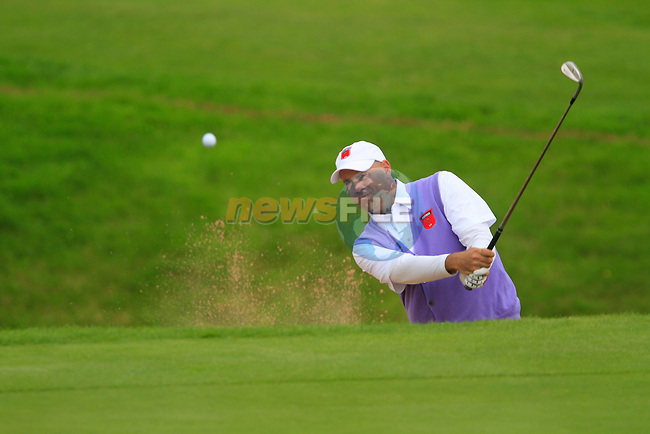 Stewart Cink  chips from a bunker at the 15th green in the Session 2 Foursomes Match 6 during Day 2 of the The 2010 Ryder Cup at the Celtic Manor, Newport, Wales, 2nd October 2010..(Picture Eoin Clarke/www.golffile.ie)