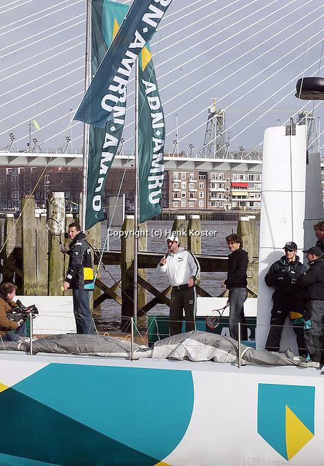 13-02-2006,Rotterdam, ABNAMRO , Officiele opening toernooi, Richard Krajicek, Raemon Sluiter en Roger Federer slaan ballen vanaf de ABNAMRO zeilboot naar een grote bal in de lucht.