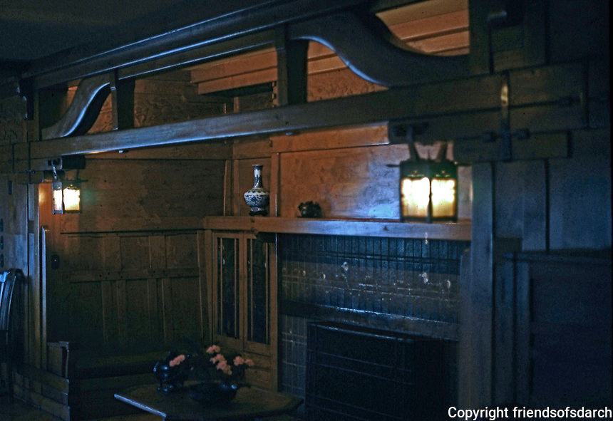 Greene & Greene: Gamble House. Living room inglenook.  Photo '77.