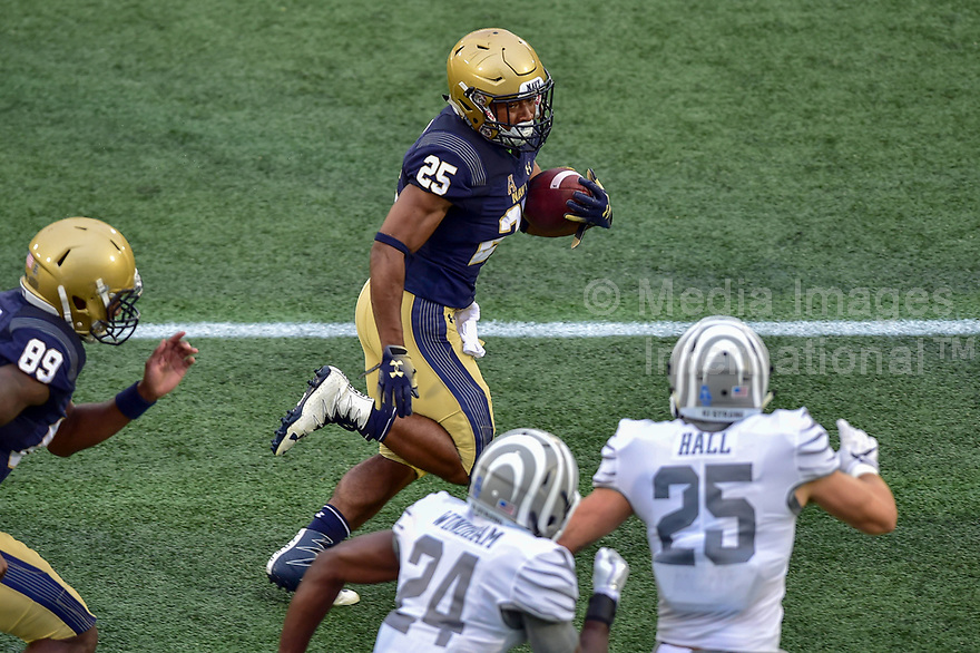 Annapolis, MD - September 8, 2018: Navy Midshipmen running back Tazh Maloy (25) during game between Memphis and Navy at  Navy-Marine Corps Memorial Stadium in Annapolis, MD. (Photo by Phillip Peters/Media Images International)