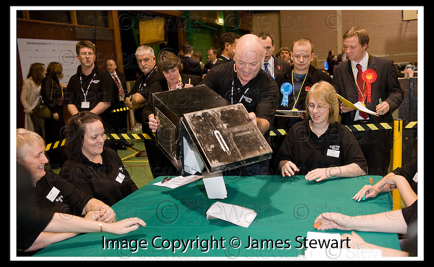 06/11/2008  Copyright Pic: James Stewart.File Name : sct_jspa01_glenrothes.THE FIRST BOX ARRIVES AT THE GLENROTHES BY-ELECTION COUNT......James Stewart Photo Agency 19 Carronlea Drive, Falkirk. FK2 8DN      Vat Reg No. 607 6932 25.Studio      : +44 (0)1324 611191 .Mobile      : +44 (0)7721 416997.E-mail  :  jim@jspa.co.uk.If you require further information then contact Jim Stewart on any of the numbers above.........