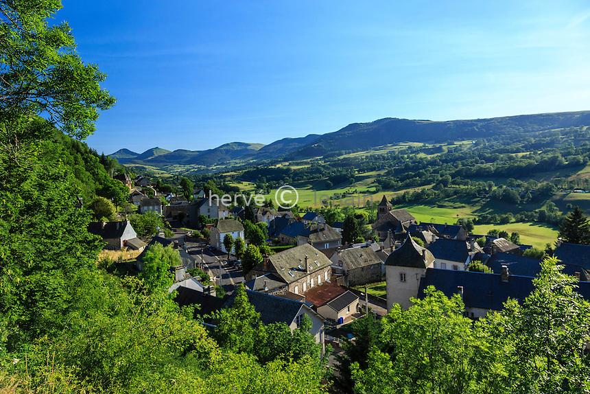 France, Cantal (15), Cheylade, le village et la vallée // France, Cantal, Cheylade, the village and the valley