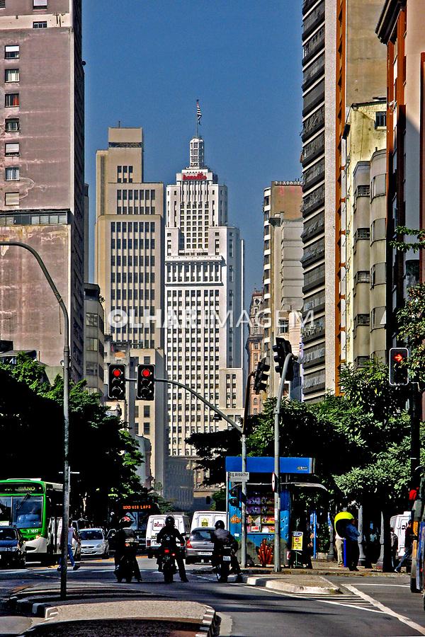Avenida São João e Edifício Banespa. São Paulo. 2007. Foto de Juca Martins.