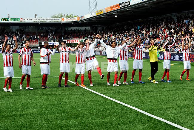 ALMELO - voetbal, Heracles Almelo - PSV, Eredivisie , Polman stadion, seizoen 2010-2011, 17-04-2011   psv bedankt de fans na de 0-2 zege.