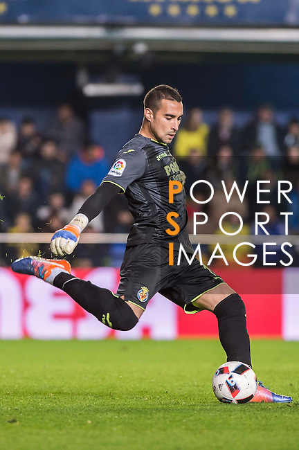Goalkeeper Sergio Asenjo Andrés of Villarreal CF in action during their Copa del Rey 2016-17 Round of 16 match between Villarreal and Real Sociedad at the Estadio El Madrigal on 11 January 2017 in Villarreal, Spain. Photo by Maria Jose Segovia Carmona / Power Sport Images