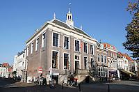 Nederland Zaltbommel 2016. De Markt in het centrum van Zaltbommel. Het oude Stadhuis.  Foto Berlinda van Dam / Hollandse Hoogte