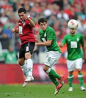 FUSSBALL   1. BUNDESLIGA   SAISON 2012/2013   3. SPIELTAG Hannover 96 - SV Werder Bremen     15.09.2012 Manuel Schmiedebach (li, Hannover 96) gegen Zlatko Junuzovic (re, SV Werder Bremen)