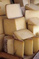 """Europe/Turquie/Istanbul : Marché autour du bazar aux épices """"Misir Carsisi"""", fromage de brebis """"Peynir"""""""