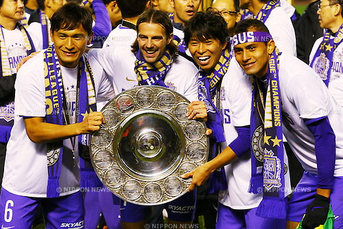 (L-R)<br /> Toshihiro Aoyama,<br /> Mikic,<br /> Hisato Sato,<br /> Douglas (Sanfrecce),<br /> DECEMBER 5, 2015 - Football / Soccer : <br /> 2015 J.League Championship Final 2nd leg match<br /> between Sanfrecce Hiroshima - Gamba Osaka<br /> at Hiroshima Big Arch in Hiroshima, Japan.<br /> (Photo by Shingo Ito/AFLO SPORT)