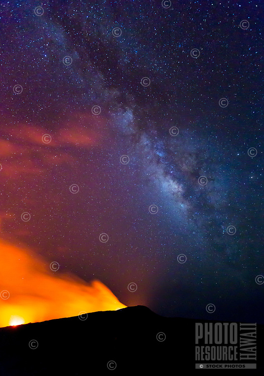 Milky Way Over Pu'u 'O'o: The Milky Way rises above Pu'u 'O'o, Kilauea, Big Island. A relatively rare sight as the conditions were extraordinarily perfect.