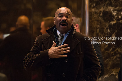 Media host Steve Harvey arrives for a meeting with President-elect Donald Trump at Trump Tower in New York, NY, USA on January 13, 2017.  Credit: Albin Lohr-Jones / Pool via CNP