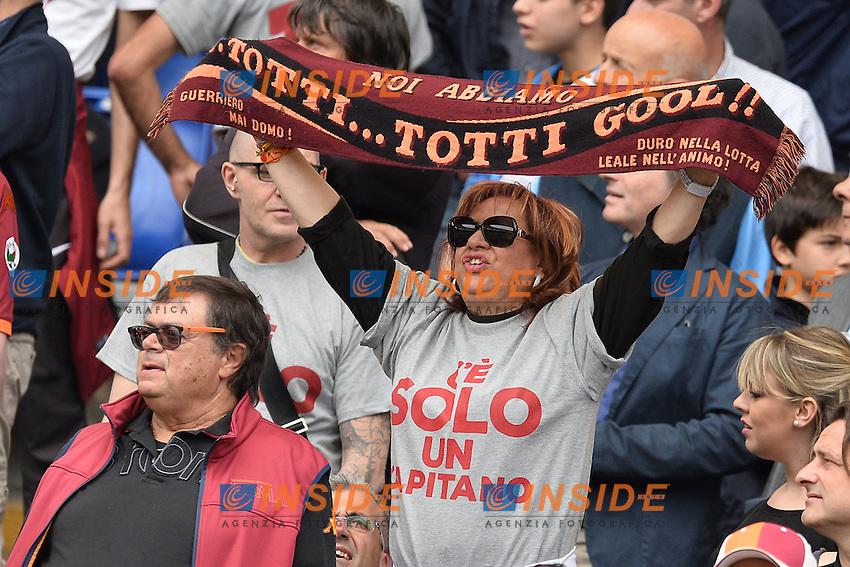 striscioni dei tifosi della Roma a sostegno di Francesco Totti.<br /> Roma 8-05-2016  Stadio Olimpico<br /> Campionato Serie A,<br /> AS Roma - Chievo<br /> Foto Antonietta Baldassarre / Insidefoto