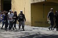 SAO PAULO - SP - 09.08.2013 -  MORTE MUSICO CHAMPINHON - Daniele (d), irmã de Champignon, ex- baixista da banda Charlie Brown Jr, e Fred (e), cunhado da vítima, chegam ao Instituto Médico Legal (IML), na capital paulista, para entregar documentos visando a retirada do corpo do artista, que foi encontrado morto em sua casa no Morumbi durante a madrugada desta segunda-feira.(Foto: Mauricio Camargo Brazil Photo Press).
