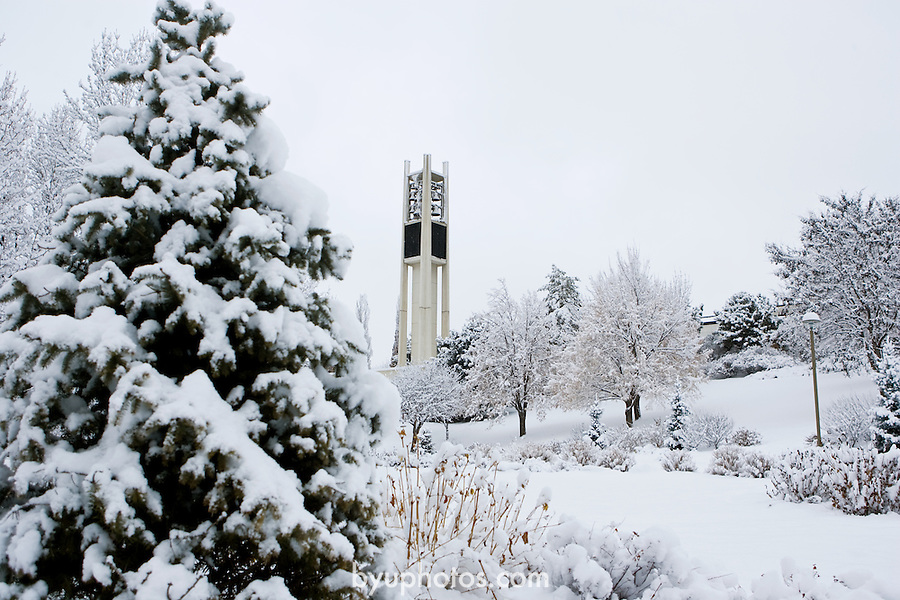 0801-51 011.CR2..0801-51 GCS SNOW..BYU CAMPUS AFTER SNOW STORM..20080109..Photo by Kenny Crookston/BYU..© BYU PHOTO 2008.All Rights Reserved.photo@byu.edu  (801)422-7322