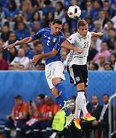 FUSSBALL EURO 2016 VIERTELFINALE IN BORDEAUX Deutschland - Italien      02.07.2016 Mattia De Scoglio (li, Italien)  gegen Joshua Kimmich (re, Deutschland)