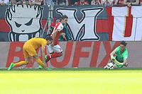 Torwart Jannik Huth (1. FSV Mainz 05) haelt gegen Branimir Hrgota (Eintracht Frankfurt) - 13.05.2017: 1. FSV Mainz 05 vs. Eintracht Frankfurt, Opel Arena, 33. Spieltag
