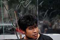 S&Atilde;O PAULO,SP,25.07.2014-ATO P&Uacute;BLICO/JARAGU&Aacute; &Eacute; GUARANI - Manifestantes fazem protesto contra a reintegra&ccedil;&atilde;o de posse na Aldeia Tekoa Pyau em frente ao Tribunal Regional Federal na Avenida Paulista,1842. Regi&atilde;o Oeste da cidade de S&atilde;o Paulo nessa Sexta-Feira,25<br /> (Foto:Kevin David/Brazil Photo Press)