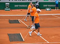 France, Paris, 28.05.2014. Tennis, French Open, Roland Garros, court attendants sweeping the clay court<br /> Photo:Tennisimages/Henk Koster