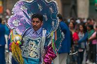 BUENOS AIRES, ARGENTINA, 18.10.2014 - FESTA BOLIVIANA - A comunidade boliviana realiza em Buenos Aires, o tradicional latino-americana de Integração Cultural Parade. Mais de 15.000 dançarinos e músicos desfile em trajes tradicionais dançam à música de bandas bolivianas e seguido por milhares de espectadores.  (Foto: Patricio Murphy / Brazil Photo Press).