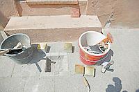 Kupferplatte der Familie Kahn und die Messing-Stolpersteine vor der Verlegung - Stolpersteinverlegung in Geinsheim