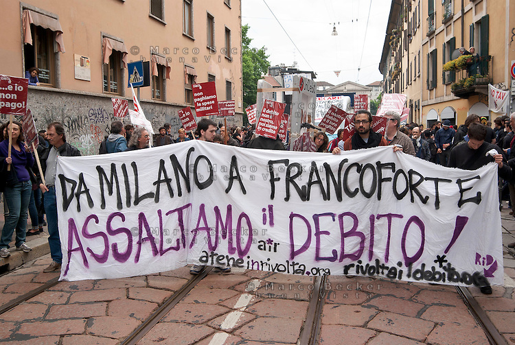 Milano, Mayday Parade, manifestazione del 1. maggio di gruppi e organizzazioni di sinistra contro il lavoro precario. Da Milano a Francoforte assaltiamo il debito --- Milan, Mayday Parade, 1st of May manifestation of leftist groups and organizations against temporary work. From Milan to Frankfurt let's assault the debt
