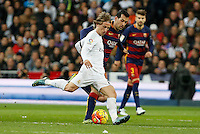 Real Madrid´s Luka Modric (L) and Barcelona´s Sergio Busquets during 2015-16 La Liga match between Real Madrid and Barcelona at Santiago Bernabeu stadium in Madrid, Spain. November 21, 2015. (ALTERPHOTOS/Victor Blanco) /NortePhoto