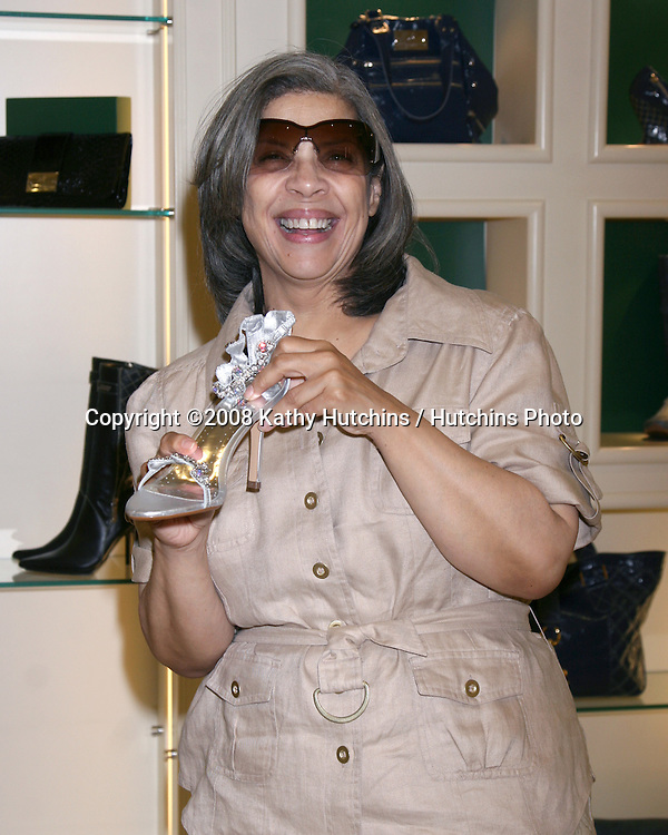 """Patti Austin as she shops for shoes as the store hosts the  """"Divas Simply Singing"""" ladies at the Carmen Steffens Store at the Westfield Fahion Square Mall, in Sherman Oaks,  CA on.October 9, 2008.©2008 Kathy Hutchins / Hutchins Photo....                ."""