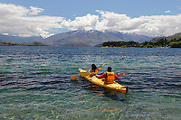 New Zealand, South Island, Otago region, Wanaka: Kayaking on Lake Wanaka | Neuseeland, Suedinsel, Region Otago, Wanaka: Kajakfahrt auf dem Lake Wanaka