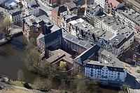 Sozialtherapeutische Anstalt Hamburg-Bergedorf und Amtsgericht: EUROPA, DEUTSCHLAND, HAMBURG, (EUROPE, GERMANY), 27.03.2017: Die Sozialtherapeutische Anstalt Hamburg-Bergedorf wurde 1969 als erste eigenständige Sozialtherapeutische Anstalt in Deutschland gegründet. Es wurden vorwiegend Gefangene aufgenommen, für die eine therapeutische Behandlung als sinnvoll erachtet wurde. Der Schwerpunkt lag auf der Behandlung von Sexualstraftätern.[1] Beim Inkrafttreten der Neuregelung des §9 StVollzG 1998 existierten 31 entsprechende Haftplätze.[2] 2004 wurde die Anstalt in der damaligen Form vom damaligen Justizsenator Roger Kusch gegen die Proteste der Fachwelt geschlossen.[3][4][5] Heute wird das Gebäude als Außenstelle Bergedorf der Sozialtherapeutischen Anstalt Hamburg genutzt.